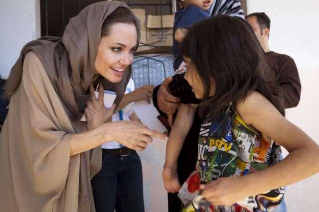 AngelinaJolie_Syria_refugees_in_lebanon
