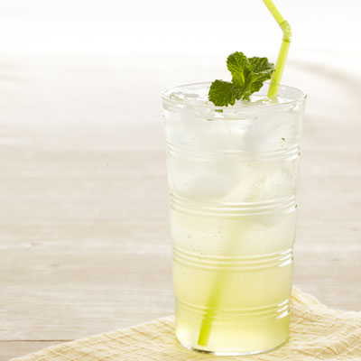 sparkling-lemonade-recipe-ghk0711-lgn