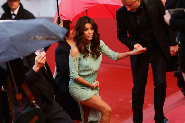 Eva-Longoria-wardrobe-malfunction-at-Cannes-2013-1898258.png