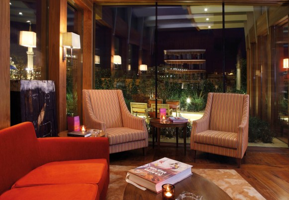 1210x840_cigar-lounge---night-mood