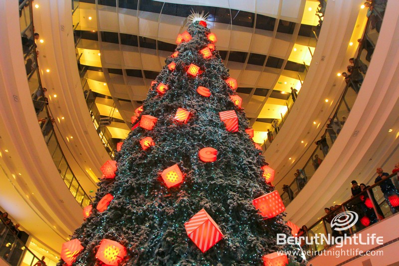 Lighting-of-the-christmas-tree-at-city-centre_43