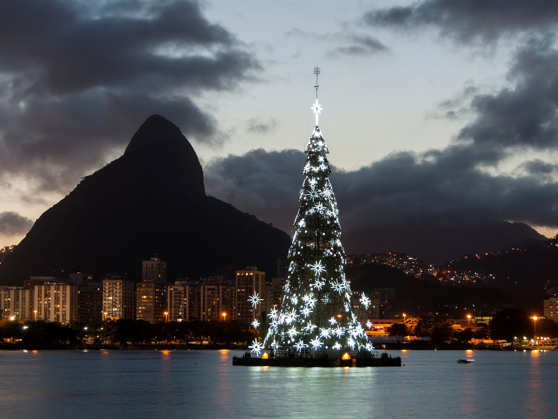 lagoa-floating-christmas-tree-rio-de-janeiro-brazil