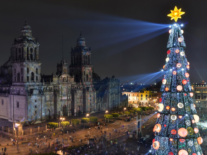 plaza-de-la-constitucion-mexico-city-mexico