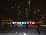 Vi landar i ett snöigt Toronto!