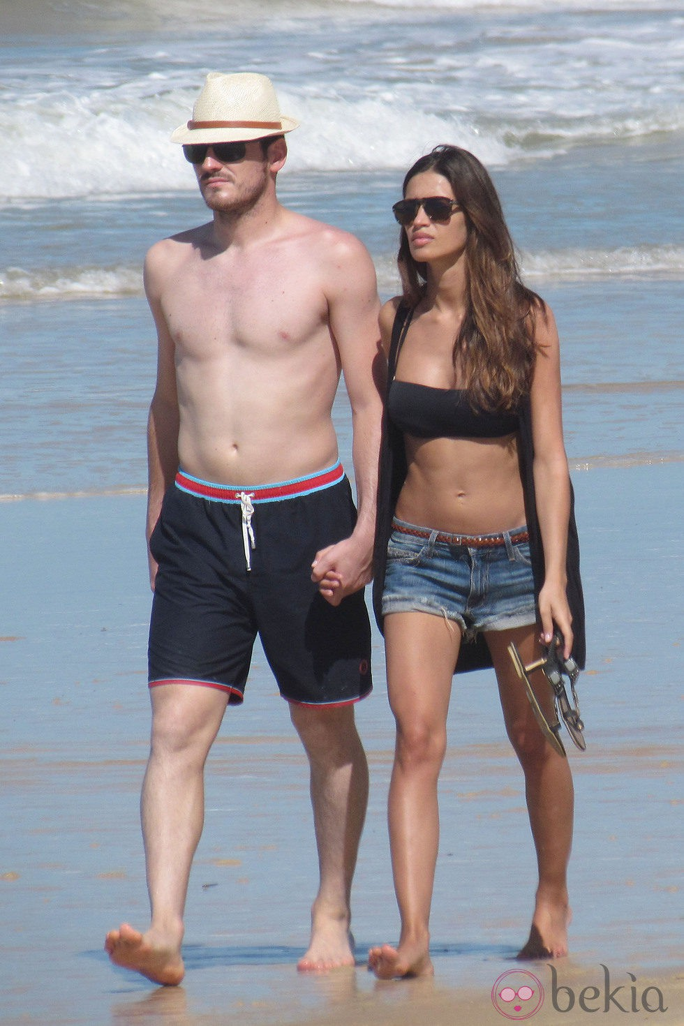Sara Carbonero e Iker Casillas en la playa