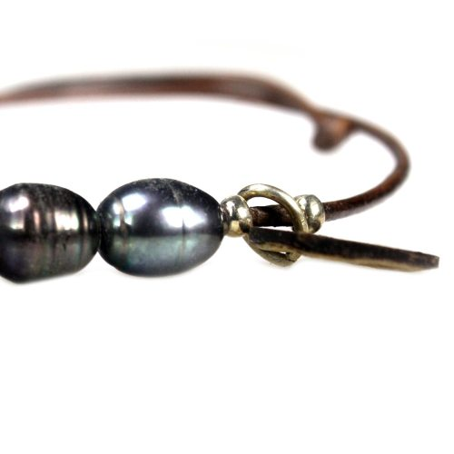 Enkelbandje Basic B6 – Zwarte parels – bruin leer – Sterling Zilver