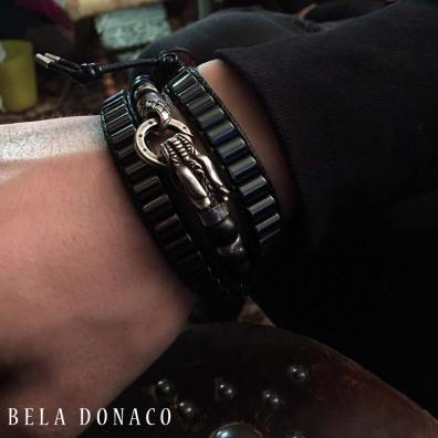 Een tevreden klant met een combinatie van 2 Bela Donaco armbanden