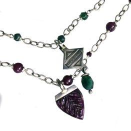 Ketting en hanger – Bohemian –  Sterling Zilver – Smaragd – Robijn – Leder – Limited edition