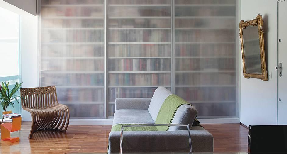 Estante para livros com portas de correr ou prateleira