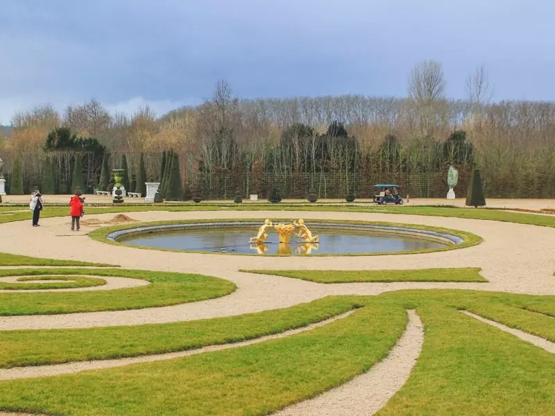 versailles france gardens landscaped grass pond fountain