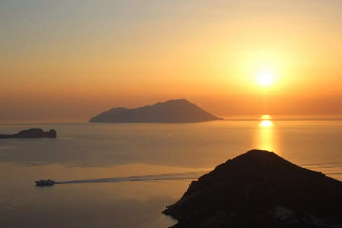 sunset kastro Guide to Island of Milos, Greece
