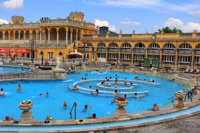 Szechenyi thermal bath, baths in budapest, things to do in budapest, what to do in budapest, what to eat in budapest, hungary