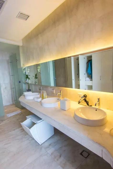 the edge spa bathroom-2