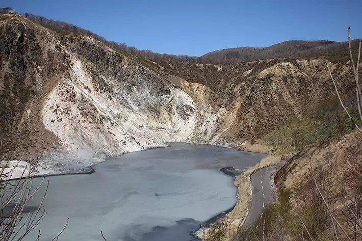 Oyunuma crater lake Jigokudani (Hell Valley)