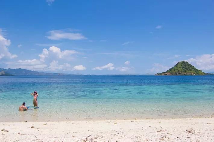kelor-island-snorkel labuan bajo indonesia