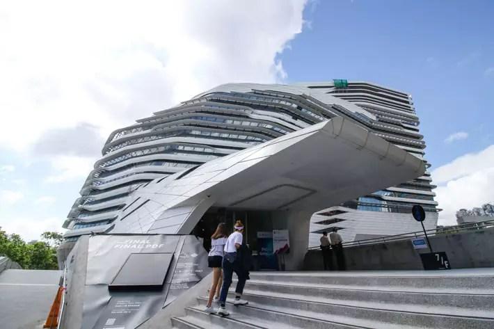 Tsim-Sha-Tsui---Zaha-Hadid's-Innovation-Tower-(a)