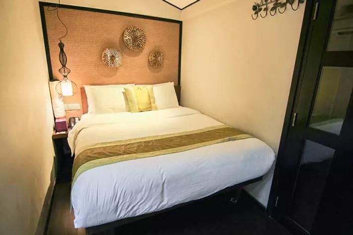 Hotel-Clover-Jalan-Sultan-Premier-Garden-Room-Bedroom