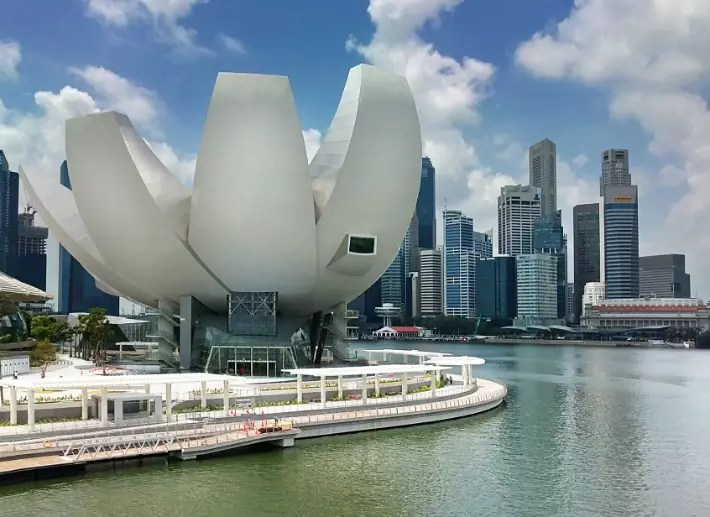 ArtScience_Museum_viewed_from_Bayfront_Drive Singapore
