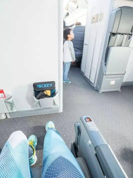 economy leg room, norwegian air london singapore flight review