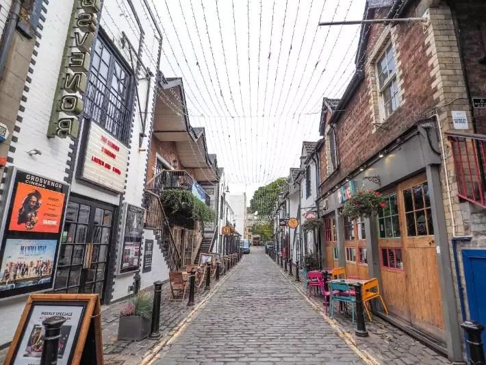 movie, beer, streets, student hangout, Ruthven Lane, Ashton Lane, Cresswell Lane, glasgow