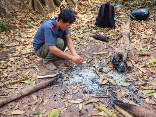 making fire, trekking-Luang-Namtha-Laos-Homestay-Nam-Ha