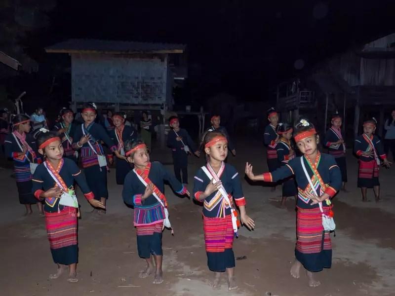 trekking-Luang-Namtha-Laos-Homestay-Nam-Ha-dance-performance