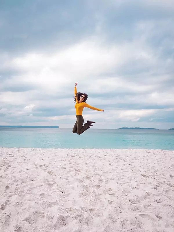 jervis bay hyams beach girl jump australia