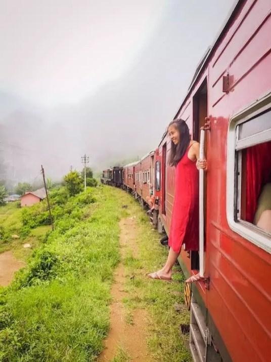 sri-lanka-red train girl