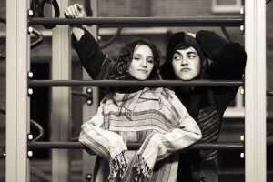shutterstock_285699404-casal-de-namorados-adolescentes