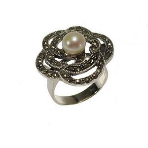 Inel Din Argint Model Floare Decorat Cu Perla Alba Si