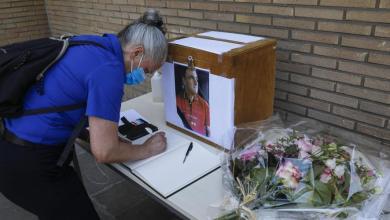 صورة خمسين من سائقي STIB قاموا بتكريم فيليب ، زميلهم المتوفى بسبب كورونا (صور)
