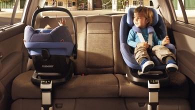 صورة الأطفال الذين لا يضعون حزام الامان بالشكل الصحيح في السيارة العوامل والغرامات والنصائح!