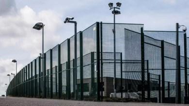 صورة حكومة دي كرو تشرع ببناء مركزين مغلقين في شارلروا وأنتويرب تمهيدا لترحيل الأجانب