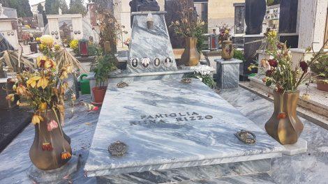 Il carro funebre di Riina sbarcato a Palermo, il corteo verso Corleone: cimitero blindato (FOTO)