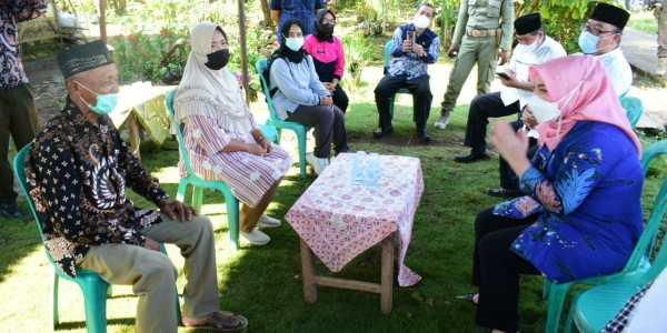Ahli Waris di Desa Paduraksa Terima Santunan Kematian