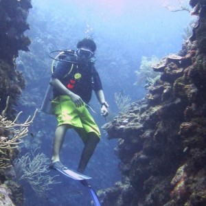 diving esmeralda canyons in belize