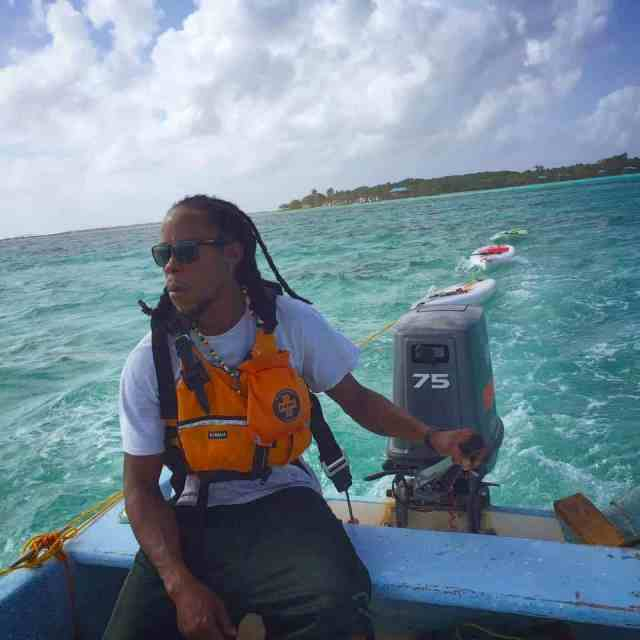 glovers reef tour guide