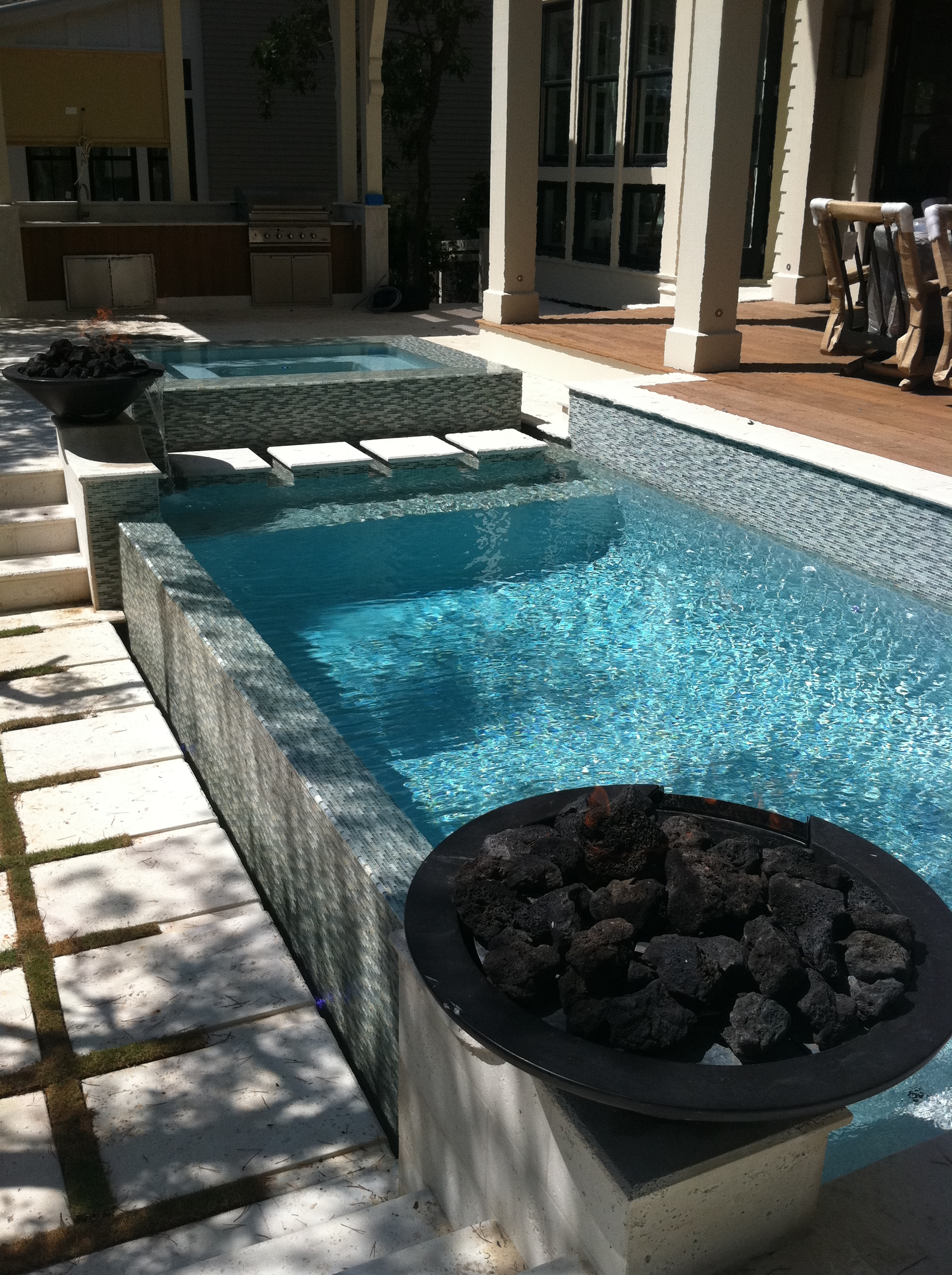 to install glass mosaic tile in a pool