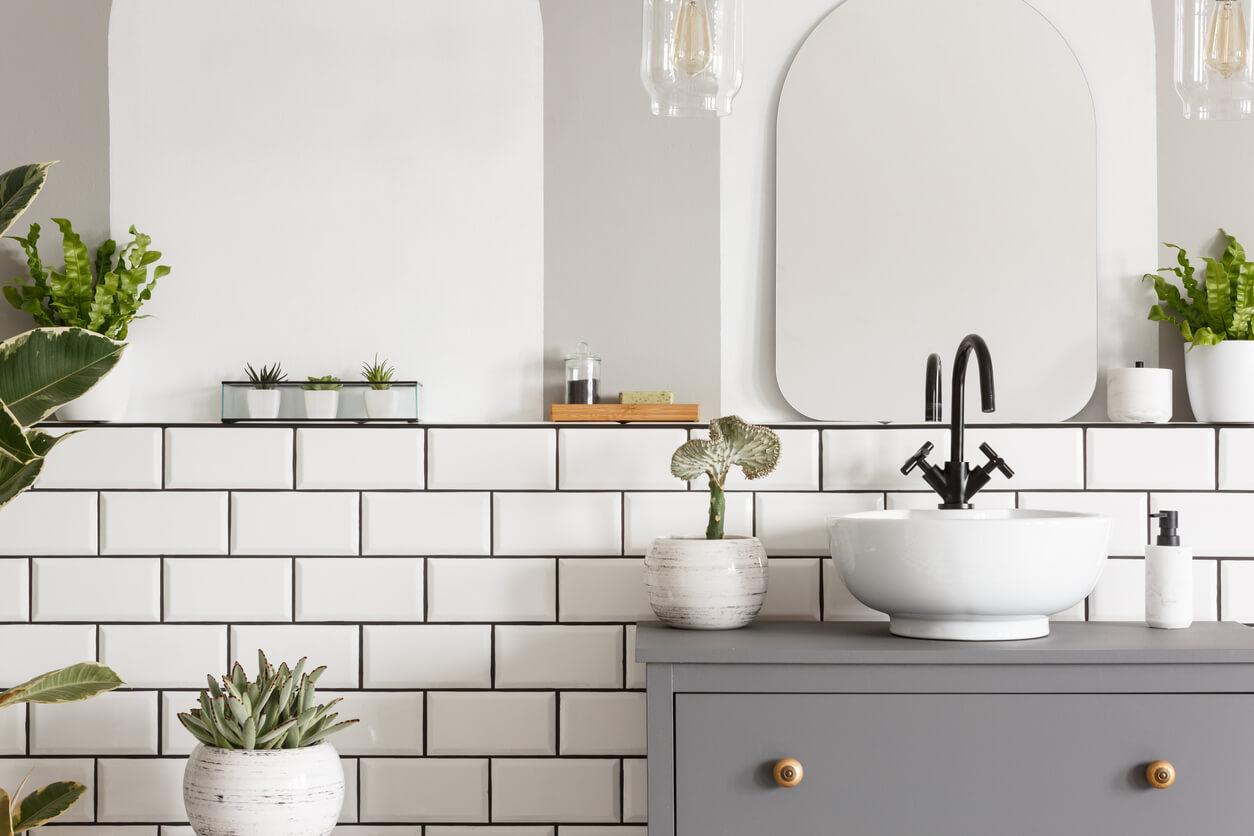 stunning grey and white bathroom ideas