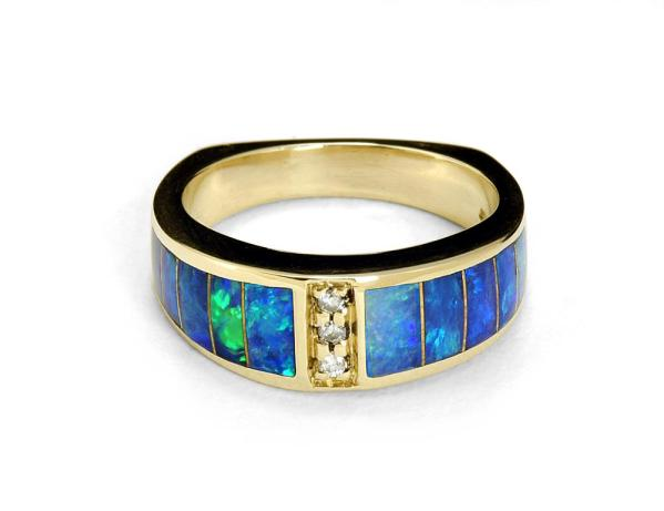 Gold ring with opals and diamonds