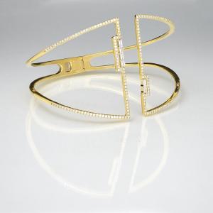 This gold bracelet with diamonds