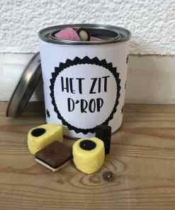 Cadeau blik - het zit D'rop - Kado blik - Gepersonaliseerd cadeau - Snoep blik gepersonaliseerd - Trakteren