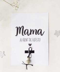 Mama je bent de liefste || Ansichtkaart + gelukspoppetje - Moederdag cadeau - Cadeau voor oma - Kaart voor oma