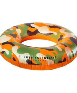 Swim Essentials Camouflage Zwemband Omschrijving Dankzij de stoere Swim Essentials Camouflage Zwemband kom jij helemaal in de junglesferen deze zomer! Met uitspringende felle kleuren zul je stralend de zomer doorgaan en trek je de aandacht op alle Europese stranden! Je zult dan ook optimaal kunnen genieten in en rondom het water.De camouflage zwemband van Swim Essentials is geschikt voor jongens vanaf 6 jaar oud met een maximaal gewicht van 80 kg. De Swim Essentials zwemband heeft een diameter van90 cmen met de unieke Swim Essentials stijl die de opblaasband heeft, kun je optimaal genieten en relaxen in het water. De stoere kleuren in combinatie met het unieke design zorgt voor een perfecte uitstraling op het water.Stralend de zomer door met de Swim Essentials Camouflage Zwemband!