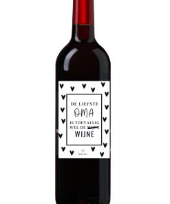 Wijn Wijn etiket Liefste Oma Ben jij op zoek naar een leuk cadeautje voor een Oma ? Geef deze gepersonaliseerde wijn cadeau Ook te bestellen als alleen een etiket, zodat je zelf een wijntje uit zoeken kan.