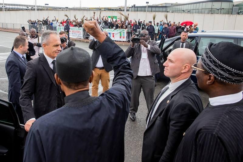 President Muhammadu Buhari waving to APC France Association