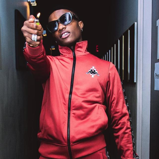 Wizkid blasts organizers who give African acts awards backstage | WATCH