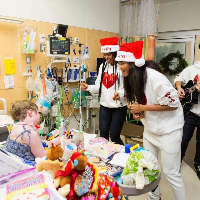 Ciara & Kelly Rowland bring some Christmas Cheer to a Children's Hospital
