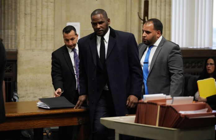 CHICAGO, ILLINOIS – MAY 07: R. Kelly, (C) appears at a hearing before Judge Lawrence Flood at Leighton Criminal Court Building May 7, 2019 in Chicago, Illinois. (Photo by E. Jason Wambsgans-Pool/Getty Images)