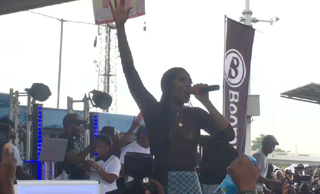 "Tiwa Savage Premieres ""49-99"" with an Energetic Performance at Obalende Bus Park, Lago | Watch"
